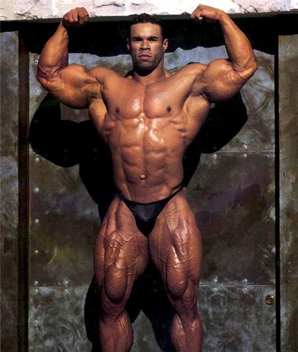 Tương tự Ray, Levrone cũng chỉ đành ngậm ngùi cầm chiếc huy chương bạc tại Mr. Olympia vào các năm 1992, 1995,2000 và 2002.