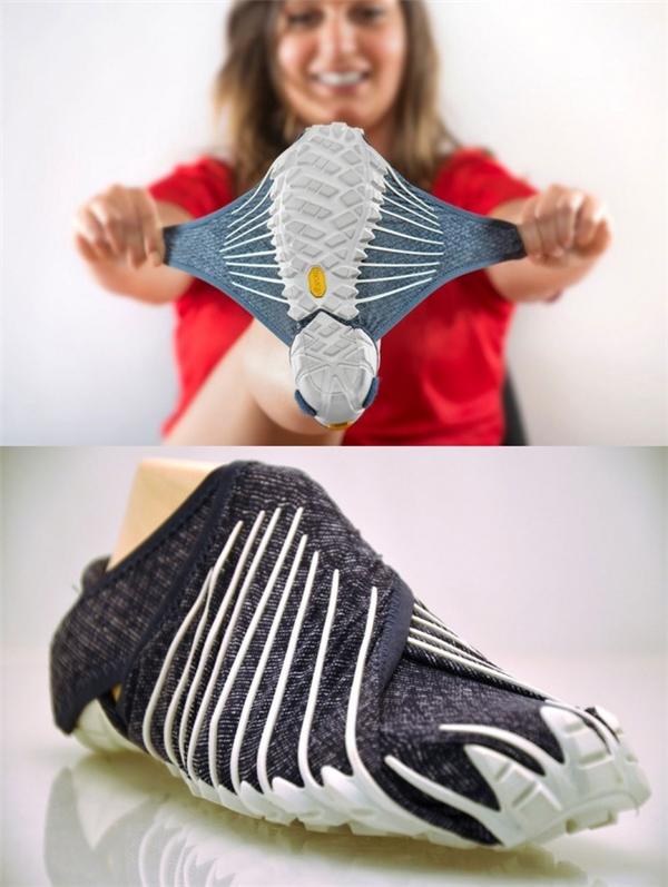 Đôi giày vừa với mọi cỡ chân: Chất liệu vải đặc biệt của đôi giày này sẽ ôm vừa khít đôi chân bạn, và thay vì sử dụng dây buộc, chúng được dán chặt bằng khóa dán velcro.