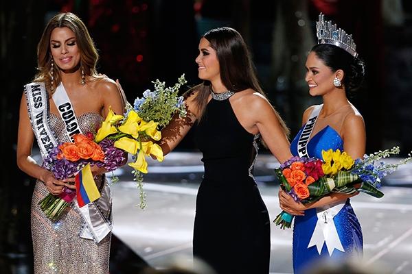 Năm 2015 đã đi vào lịch sử của Hoa hậu Hoàn vũ với sự cố trao nhầm vương miện gây tai tiếng. Dù ban tổ chức lên tiếng xin lỗi, khẳng định kết quả là trung thực nhưng khán giả vẫn luôn hoài nghi về sự cố trên.