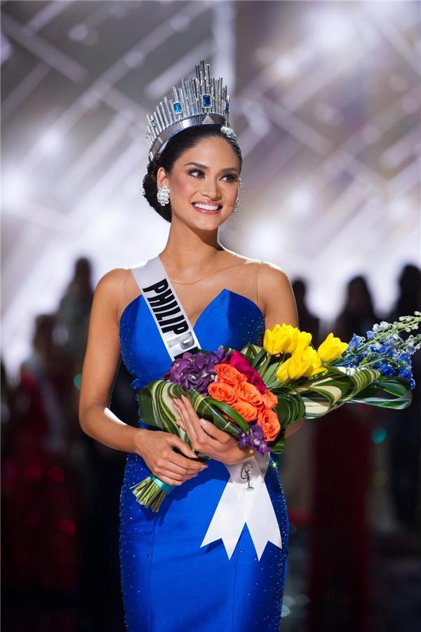 Sau 1 năm đương nhiệm, Pia đã minh chứng vì sao cô xứng đáng được gọi tên cho ngôi vị cao nhất. Vừa qua, người đẹp 27 tuổi cũng đã trao lại vương miện cho người kế nhiệm trên chính quê nhà Philippines.