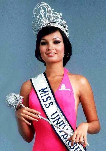 43 năm trước, người đẹp Philippines Margarita Moran-Floirendo đã được gọi tên cho ngôi vị cao nhất tại Hoa hậu Hoàn vũ. Cô đội vương miện khi chỉ mới 20 tuổi (sinh năm 1953), rất trẻ so với nhiều hoa hậu đăng quang gần đây. Margarita Moran-Floirendo cũng xuất sắc giành giải thưởng phụ Hoa hậu Ảnh (một trong 2 giải phụ quan trọng của Hoa hậu Hoàn vũ).