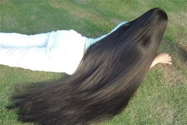 Không thốt nên lời với những mái tóc dài nhất nhì thế giới