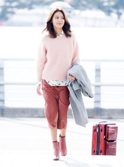 Sành điệu và cá tính là tất cả những lời hoa mỹ được dành cho Soo Young trong mỗi lần xuất hiện tại sân bay.