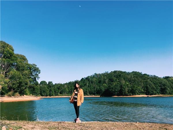 Khu vực ven hồ là địa điểm du lịch dã ngoại được lựa chọn bởi rất nhiềukhông chỉngười dân địa phương mà còncác du kháchtừ xa, nhất là các bạn trẻ thích du lịch bụi.