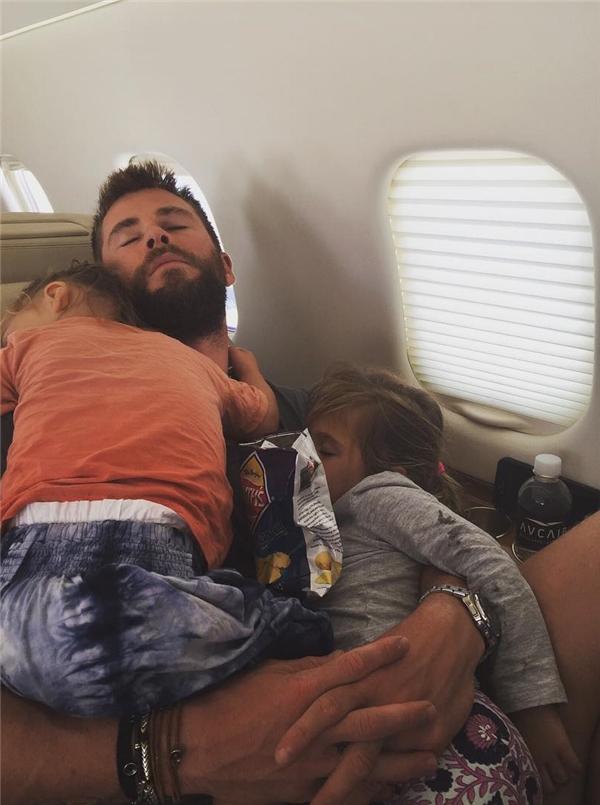 Chris Hemsworth luôn nổi tiếng là ông bố rất cưng và yêu chiều con.