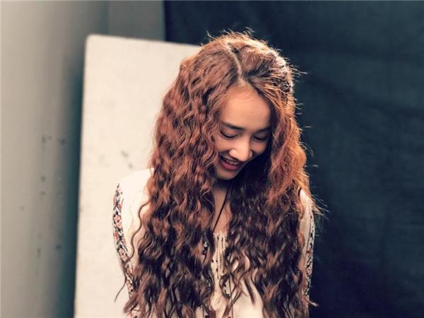 Nhìn thấy kiểu tóc mới của thần tượng, các fans Nhã Phương đã phản đối dữ dội và tỏ ra không hài lòng với quả đầu mới này của cô. - Tin sao Viet - Tin tuc sao Viet - Scandal sao Viet - Tin tuc cua Sao - Tin cua Sao