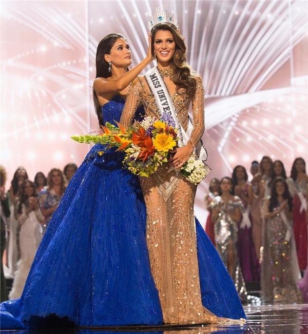 Sau ngày 30/1 vừa qua, cuộc đời của nhan sắc 24 tuổi đến từ nước Pháp Iris Mittenaere đã bước sang trang mới. Cô bắt đầu một hành trình mới trong cuộc đời với cương vị Hoa hậu Hoàn vũ, đến sống và làm việc tại New York - nơi Miss Universe đặt trụ sở.
