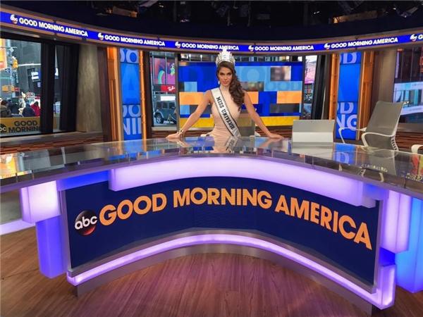 Vừa qua, Iris Mittenaere đã tham gia vào chương trình Good Morning America. Đây được xem như một hoạt động quen thuộc của các nhan sắc đăng quang Miss Universe.