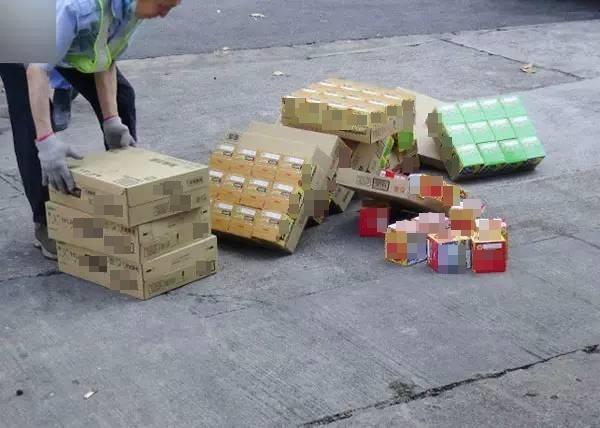 Có tới hơn 700 thùng khoai tây chiên đã được chuyển đến đây để tiêu hủy.