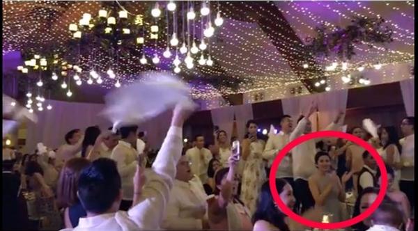 Hình ảnh hiếm hoi cô xuất hiện với bụng bầu to được ghi lại trong đám cưới của chị chồng. - Tin sao Viet - Tin tuc sao Viet - Scandal sao Viet - Tin tuc cua Sao - Tin cua Sao