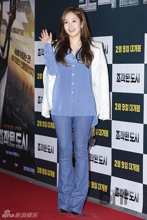 """Park Min Young có mặt tại sự kiện ra mắt phimFabricatedCity để ủng hộ """"người tình màn ảnh"""" Ji Chang Wook."""
