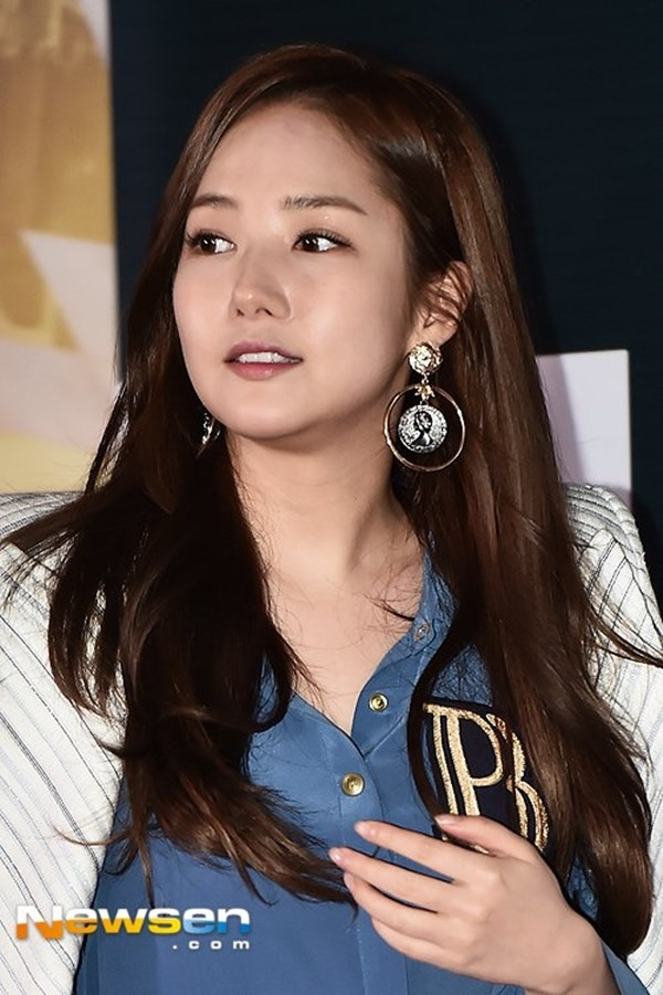Khuôn mặt đầy đặn bất thường của nữ diễn viên khiến các fan hâm mộ không khỏi bất ngờ.