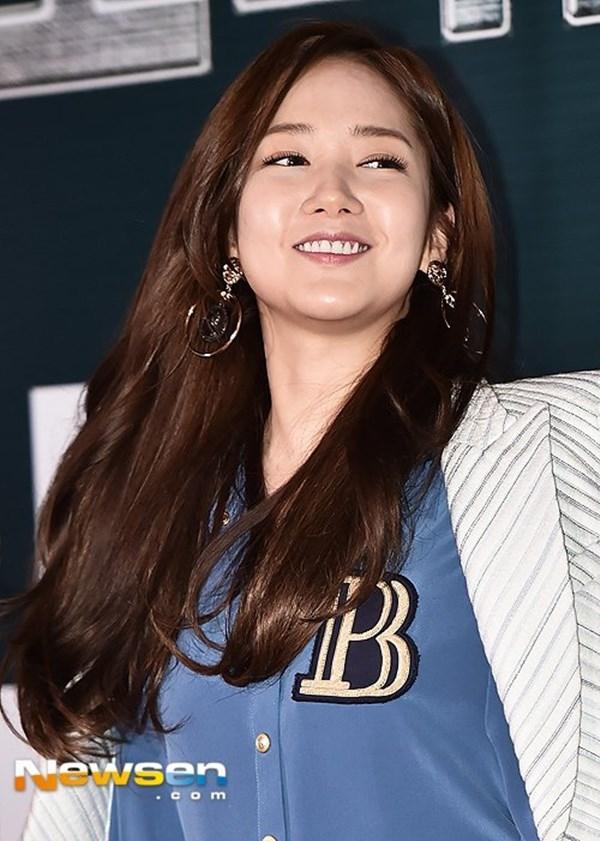 Dáng vẻ phát tướng bất ngờ của nữ hoàng dao kéo Park Min Young