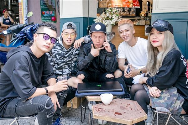 Để khởi động cho năm 2017, Tronie đã cùng MiA bên cạnh đó còn kết hợp với Producer Addy Trần, DJ Daniel Mastro và biên đạo Đạt Tuấn để tham gia vào chương trình Hoà âm ánh sángmùa thứ 3. - Tin sao Viet - Tin tuc sao Viet - Scandal sao Viet - Tin tuc cua Sao - Tin cua Sao