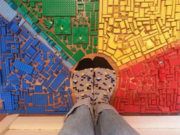 Sự sắp xếp tài tình từ những mảnh Lego.