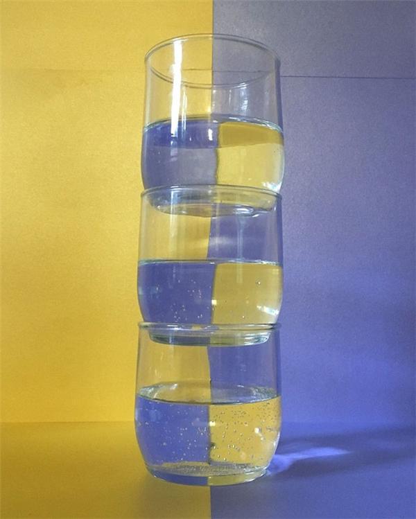 Nhiều người đã tỏ ra vô cùng bối rối và thắc mắc về quy luật mà Adam đã sử dụng để sắp đặt những chiếc cốc như thế này.
