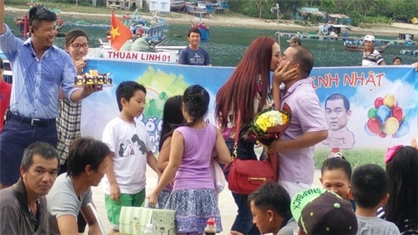 """Muôn kiểu quà """"độc lạ"""" mỹ nhân Việt tặng ông xã trong ngày sinh nhật - Tin sao Viet - Tin tuc sao Viet - Scandal sao Viet - Tin tuc cua Sao - Tin cua Sao"""