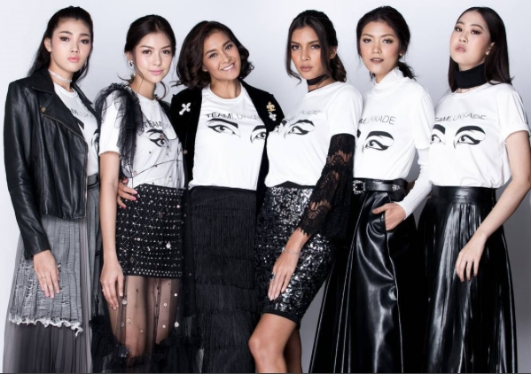 Hanasha đang trực thuộc công ty quản lý người mẫu nổi tiếng nhất Thái Lan Apple Model Management ở Bangkok. Tại The Face, Hanasha thuộc đội của Lukkade.