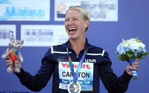 Cesilie Carlton là một vận động viên nhảy cầu chuyên nghiệp.