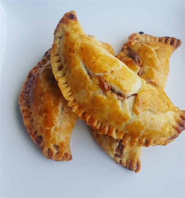 Colombia: 3 chiếc bánh nhồi thịt