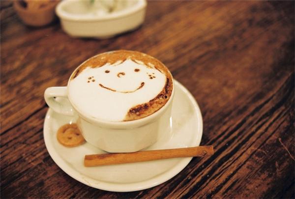 Italia: 1 tách espresso hoặc cappuccino