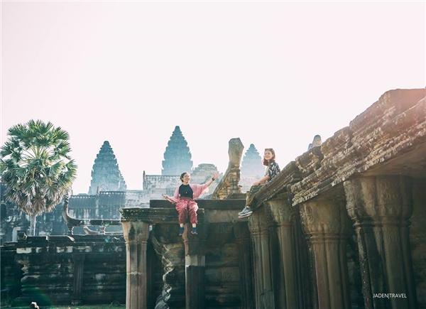 Một góc cổng chính của đền Angkor Wat.