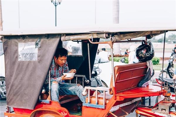 Bạn sẽ di chuyển bằng Tuk tuk khi đến Campuchia.