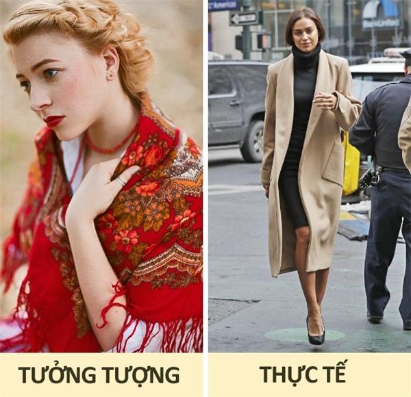 Nga: Bạn đừng bao giờ mong sẽ bắt gặp những cô gái Nga trong những bộ trang phục truyền thống cứng nhắc thường thấy trong sách vở hay phim ảnh, thay vào đó là những cô nàng năng động và sành điệu, diện guốc cao giữa tiết trời âm độ là chuyện hết sức bình thường. Đối với họ, thời trang phải gắn liền với sở thích và sự thoải mái.