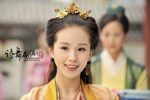 Lưu Thi Thi cũng là một cái tên đáng nhắc đến cho vẻ ngoài xinh đẹp dù ở bất cứ tạo hình nào trong phim. Với đường nét nhẹ nhàng, thanh thoát, Lưu Thi Thi được dư luận nhận xét là vô cùng thích hợp cho các vai diễn tiểu thư khuê các thời xưa.