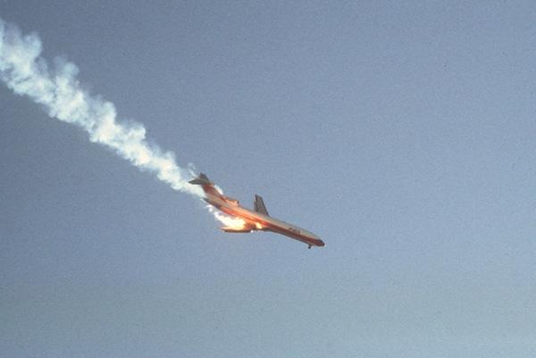 Hình ảnh cuối cùng của chuyến Flight 182 thuộc hãng hàng không Pacific Southwest Airlines (PSA) sau khi nó va chạm với một chiếc máy bay khác trên bầu trời San Diego năm 1978. Toàn bộ 139 hành khách trên khoang đều thiệt mạng.