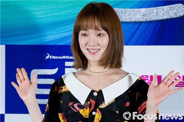"""Mái tóc ngắn của """"nàng tiên Bok Joo"""" nay cũng đã dài hơn tăng thêm sự dịu dàng."""