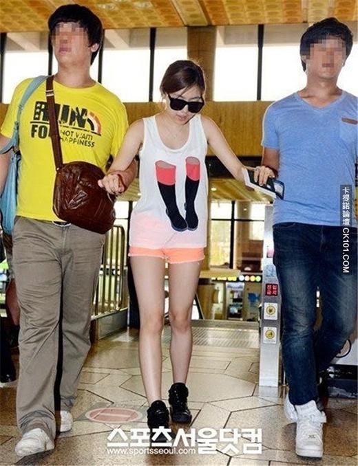 Cựu nhân viên cho biết Hwayoung đã ngụy tạo về chấn thương chân của mình.