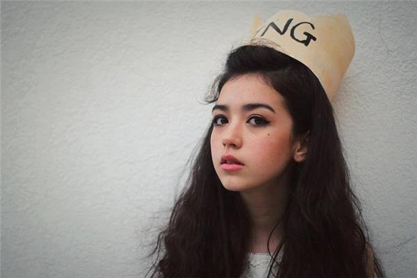 Không thể ngờ được cô gái xinh đẹp này lại là gái Việt lai