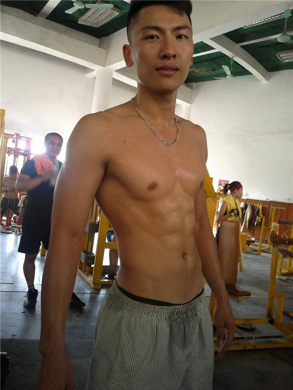 Giải đồng Siêu mẫu Việt Nam 2015 Trần Trung cũng duy trì việc tập luyện thường xuyên. - Tin sao Viet - Tin tuc sao Viet - Scandal sao Viet - Tin tuc cua Sao - Tin cua Sao