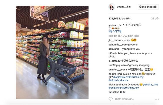 Trước khi đến thăm Việt Nam, Yoona vẫn còn khiến mạng dân tình sốt sắng khi khoe ảnh đi siêu thị vô cùng xinh đẹp.