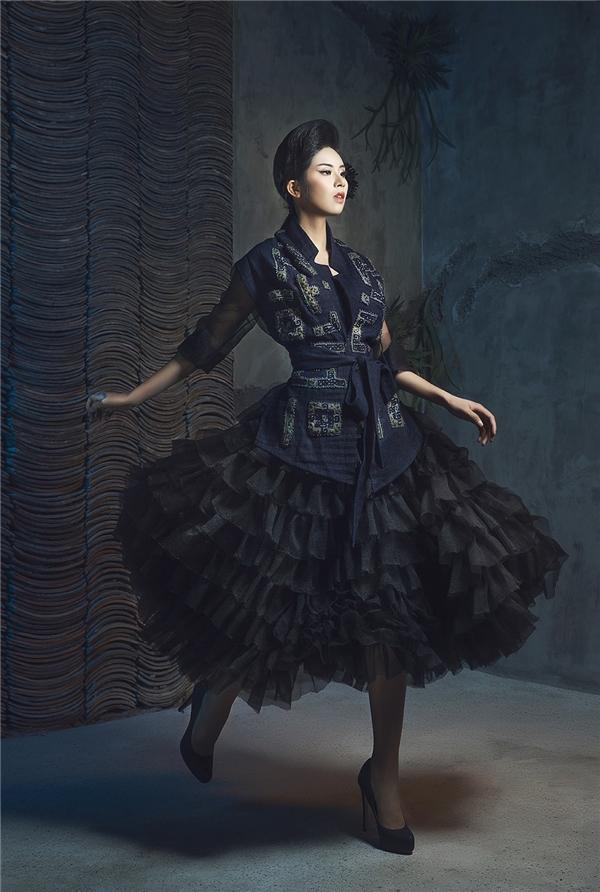 Ngọc Hân ma mị, cuốn hút với sắc đen huyền diệu