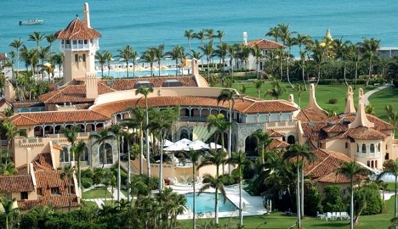 Ông Trump mua lại khu bất động sản Maralago ở bãi biển Palm với giá 10 triệu USD (tương đương 224 tỉ VNĐ) vào năm 1985. Sau khi mua, Tổng thống Trump đã cho xây dựng nơi này thành một câu lạc bộ tư nhân với tổng diện tích khoảng 6,9 hecta.