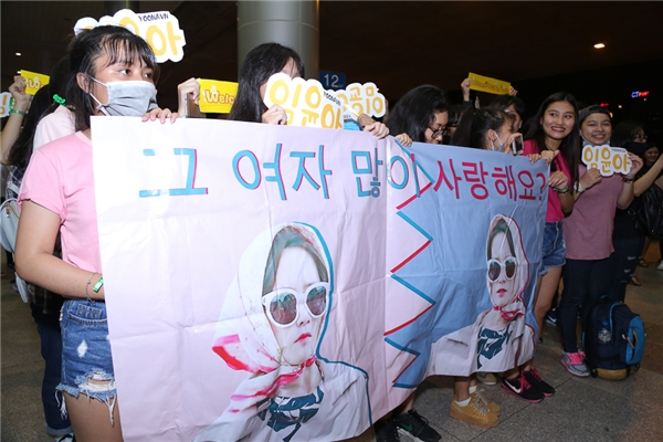 """Tất cả đều mang theo banner, khẩu hiệu """"Im Yoona"""", """"Chào chị trở lại, Im Yoona""""..."""