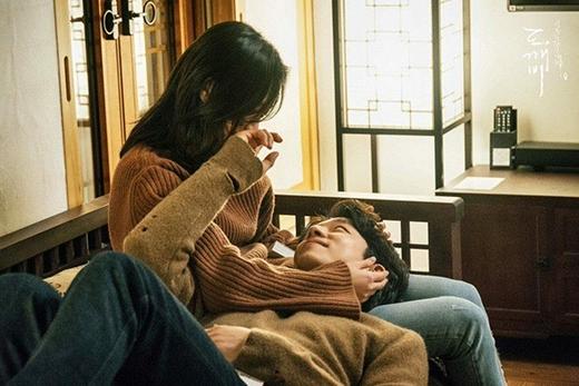 Kim Go Eun bị nghi chia tay bạn trai để hẹn hò với đàn anh Gong Yoo