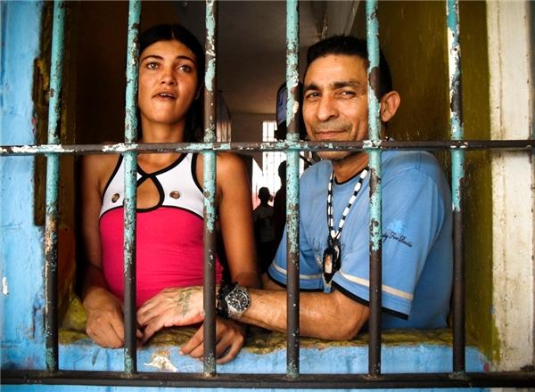 Tù nhân thoải mái tiệc tùng, mặc đồ mình thích ở nhà tùSan Antonio.