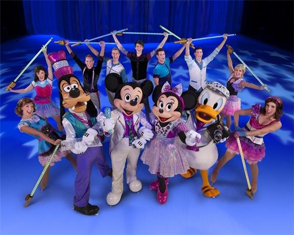 Chuột Mickey, Minnie, vịt Donald và Goofy sẽ dẫn dắt chúng ta đến với thế giới Disney đầy màu sắc.