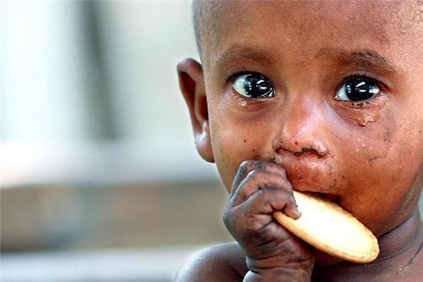 Hãy ăn hết những gì bạn lấy, đừng lãng phí thức ăn bởi còn biết bao người đang chìm trong cảnh đói khát. (Ảnh: Internet)