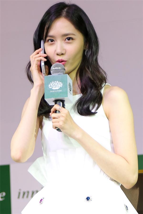 """Nhiều bạn fan có mặt tại chương trình không khỏi bấn loạn khi bất ngờ có một fan Việt may mắn được Yoona bắt máy và nói """"Alo"""" cực yêu. - Tin sao Viet - Tin tuc sao Viet - Scandal sao Viet - Tin tuc cua Sao - Tin cua Sao"""