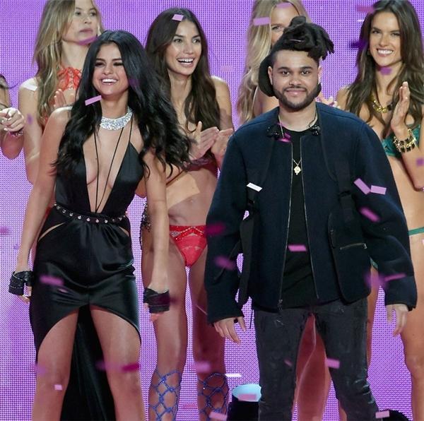 Selena đang cực kì hạnh phúc bên The Weeknd.