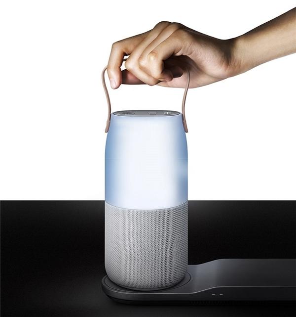 Với Loa Samsung Bluetooth đổi màu, tha hồ mang âm nhạc và thể hiện chất riêng của bạn ở bất cứ đâu.