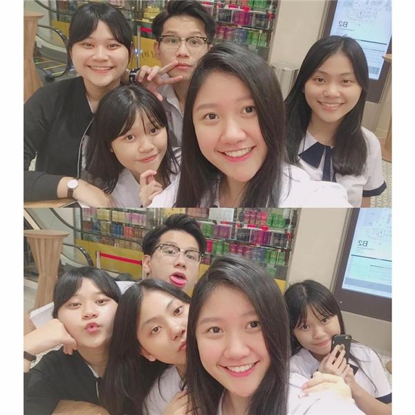Khác với hình ảnhcủa các bạn đồng trang lứa, Huỳnh Ân luôn nổi bật trong đám đông. Được biết, sau khi Huỳnh Ân hoàn thành chương trình học tại Việt Nam, gia đình Trấn Thành sẽ cho cô nàng đi du học nước ngoài.