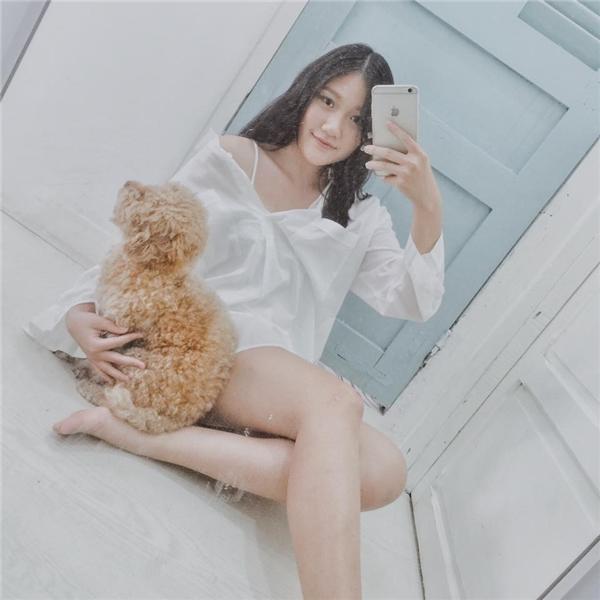 Ở tuổi 18, Huỳnh Ân xinh đẹp không hề thua kém bất kỳ hot girl V-biz nào.