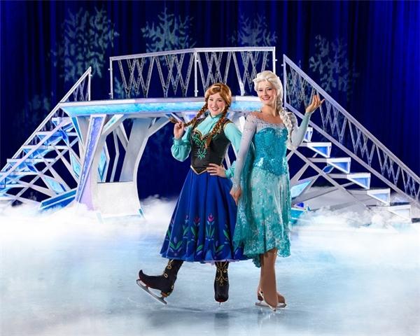 Tạo hình vô cùng xinh đẹp của chị em Elsa – Anna.