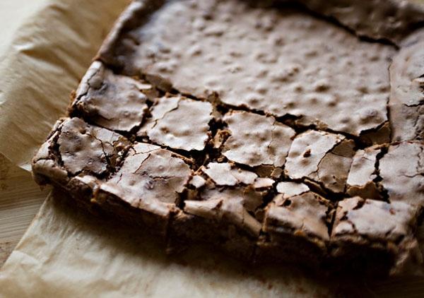 Cách làm bánh brownies dễ ợt tặng người ấy cho mùa Valentine 2017