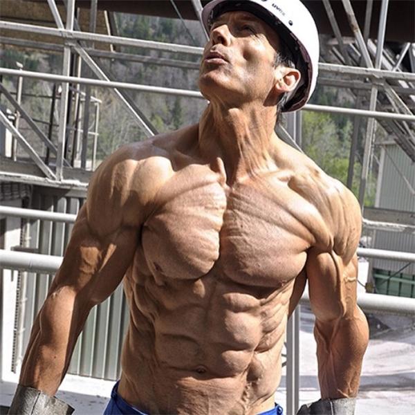 Thân hình hoàn mĩ của người đàn ông này có tỉ lệ mỡ thấp nhất thế giới